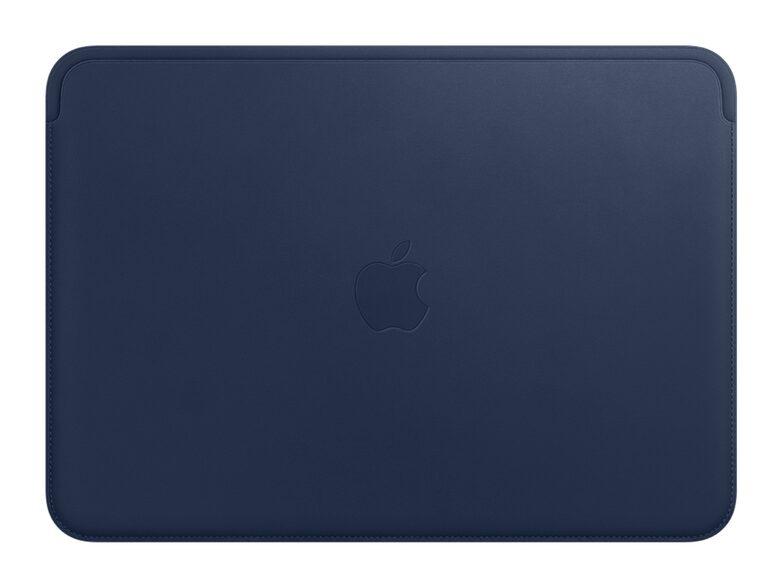 """Artikel klicken und genauer betrachten! - Diese Hülle von Apple ist aus hochwertigem französischen Leder gefertigt und hat ein weiches Futter aus Mikrofaser. Sie ist so designt, dass Sie Ihr 12"""" MacBook laden können, während es schön geschützt bleibt.   im Online Shop kaufen"""